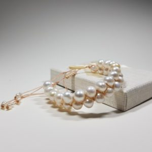 handmade bracelet with natural pearls lavriostone