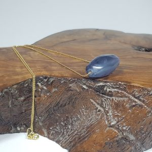 κολιέ με μωβ φθορίτη και ασημένια επίχρυση αλυσίδα Ν84 lavriostone